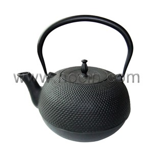 1.8 Liter cast iron teapot with nailhead design